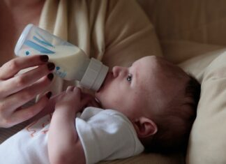 Can you give a baby formula and breastmilk?